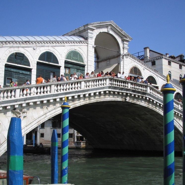 Rialto Bridge, Venice www.educated-traveller.com