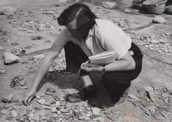 Kathleen Kenyon excavating