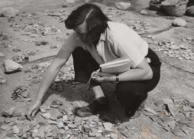 Kathleen Kenyon excavating