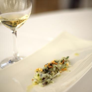 'Tagliatella di seppia, pesto di alga nori e quinoa fritta'