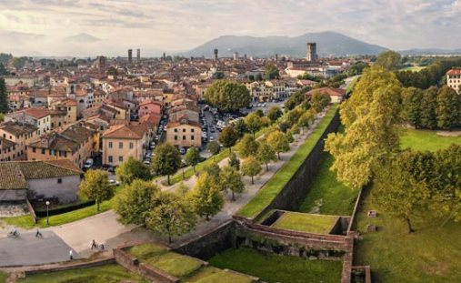 Lucca - the walls of the city