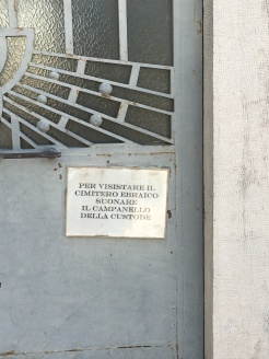 How to get into the Jewish Cemetery, Ferrara