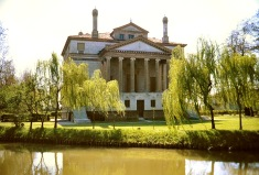 Villa Foscari (Malcontenta) peers from her willow fringe