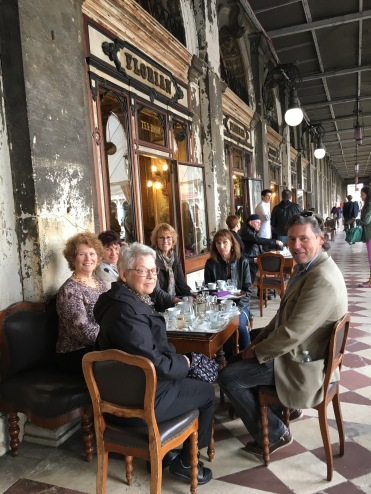 Friends have coffee, San Marco