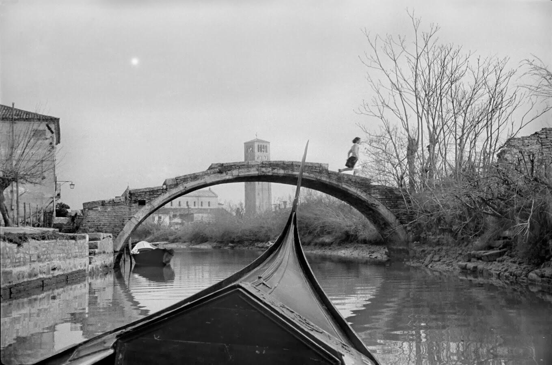 A gondola makes it's way to Ponte del Diavolo, Torcello