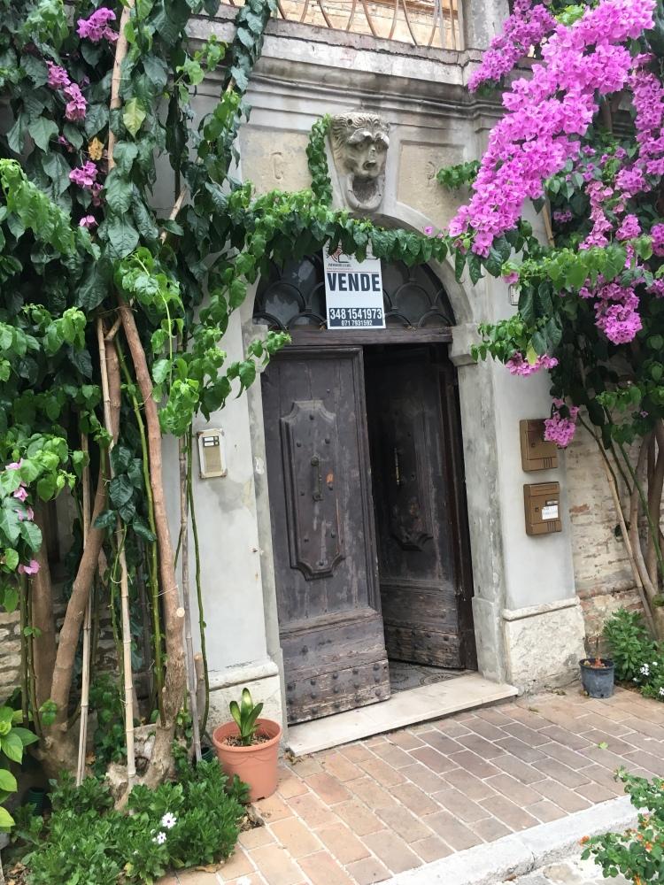 Corinaldo - historic town centre - www.educated-traveller.com