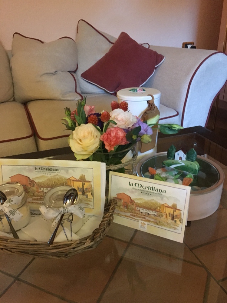 La Meridiana thinks of every detail - sweets, flowers, biscuits and homemade yogurts in the room