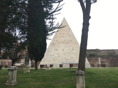 Pyramid of Cestius, Roma