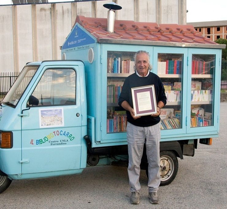 Antonio La Cava - Bibliomotocarro - what wonderful citizenship