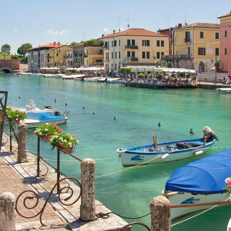 Peschiera del Garda is picture postcard beautiful!!