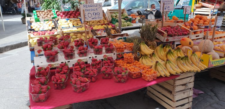 Palermo - Capo Market, fabulous fruits and berries