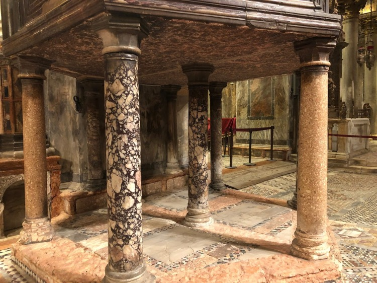 Venice - S Marco - a total of 8 pillars support a huge porphyry purple stone pulpit